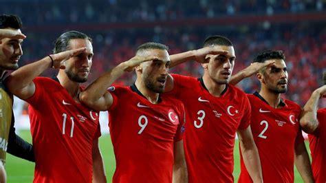 Bursaspor ist 2010 überraschend meister geworden. Türkei: Spieler der Fußball-Nationalmannschaft sind bereit ...