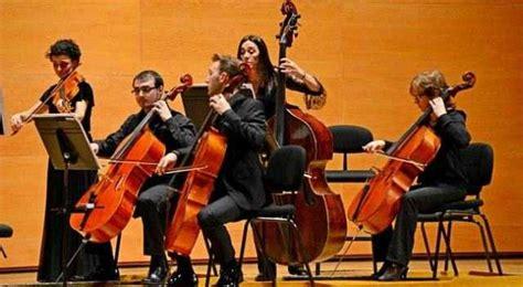 Gendang juga berfungsi sebagai alat musik yang di gunakan sebagai alat komunikasi tradisional. Pengertian Seni Musik : Jenis, Prinsip, Sejarah, Fungsi, Unsur Dan Contohnya | Kang Fappin