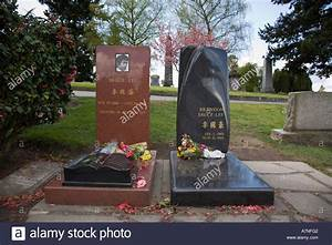 Brandon and Bruce Lee graves at Lakeview Cemetery Seattle ...