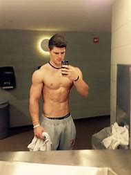 muscle guy selfie