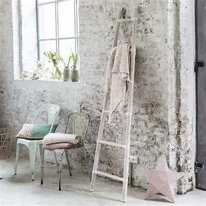 Echelle Salle De Bain : porte serviettes en bambou porte serviette blanche tikamoon ~ Dallasstarsshop.com Idées de Décoration