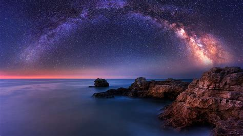 Download This Free Milky Way Over The Sea Tablet Wallpaper