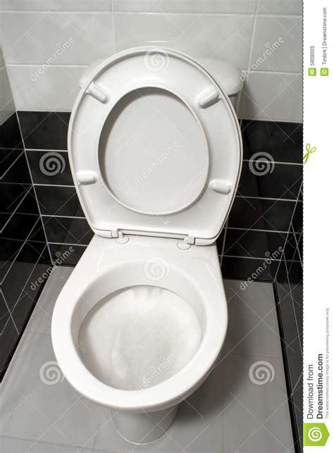 siege de toilette ouvrez le siège de toilette photos stock image 5808003