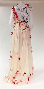 This could be a gown for Persephone from DOTS :D gorgeous ...