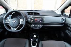 Toyota Yaris Dynamic Business : toyota yaris vs kia rio les d complex es ~ Medecine-chirurgie-esthetiques.com Avis de Voitures