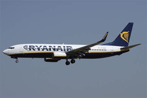 File:Boeing 737-8AS, Ryanair JP7470758.jpg - Wikimedia Commons