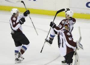Blackhawks' record streak ended by Avalanche
