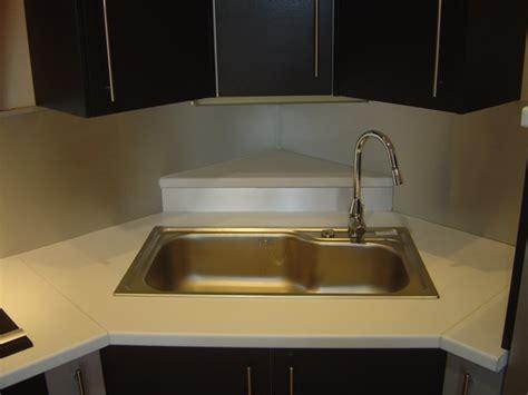 meuble bas cuisine avec plan de travail implantation évier en angle plaque cuisson en angle