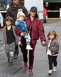 [PIC] Kourtney Kardashian With Kids: Scott Disick Nowhere ...