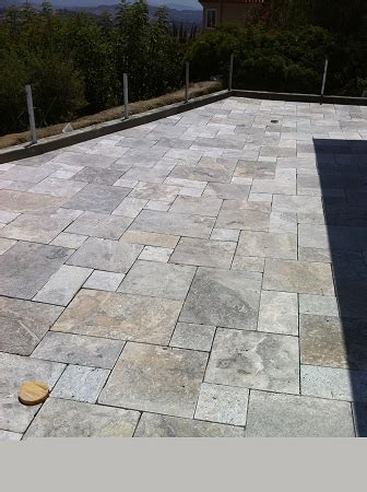 silver travertine   cm versailles pattern tumbled