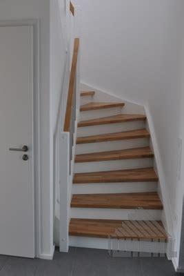1 2 gewendelte treppe 1 2 gewendelte treppe zwischen w 228 nden in eiche keilgezinkt