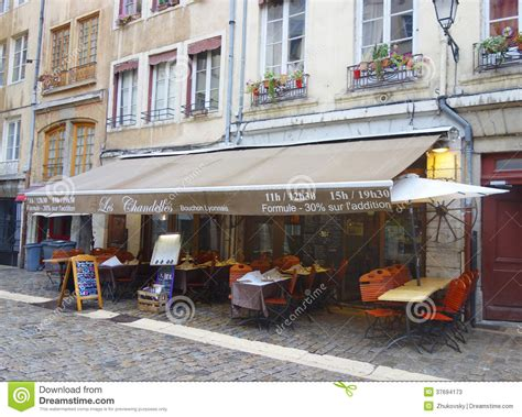 restaurant traditionnel de bouchon dans vieux lyon photo stock 233 ditorial image 37694173
