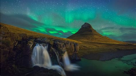 Kirkjufell At Night In Snaefellsnes Iceland Wallpapers