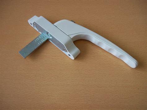 Cadenza Spade Tongue Drive Fitting Window Handle