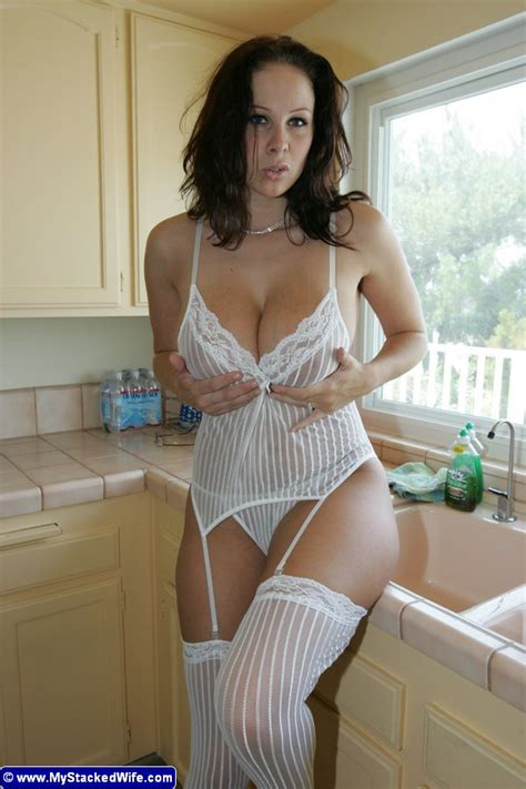 Busty Babe Gianna Michaels With Natural Tits Wearing White