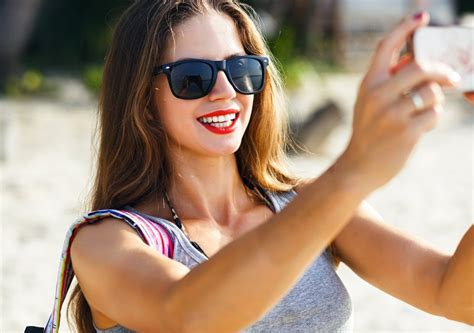 Study Suggests Why Women Take Sexy Selfies Tech Explorist