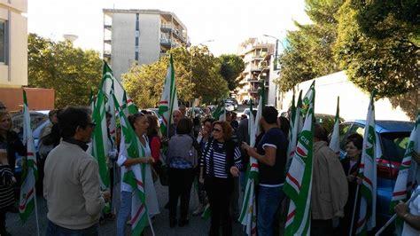 Ufficio Scolastico Provinciale Ragusa Ex Lsu Scatta La Protesta Personale Impegnato Nelle