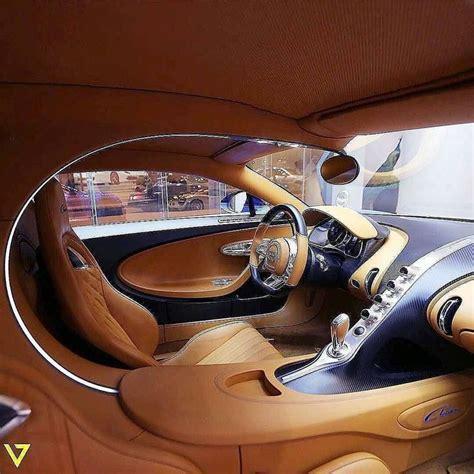 El bugatti chiron es más alto y ancho que su precedesor, lo que permite ofrecer más espacio, sobre todo para las piernas y una ergonomía interior mejorada. TRENDING POST ALERT --->   Bugatti chiron interior