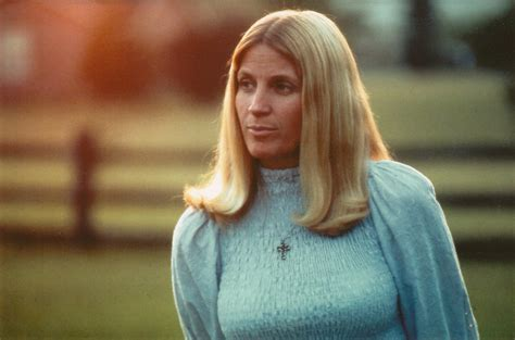 Like cline, davis' records crossed over frequently to the pop music charts. Skeeter Davis Photos