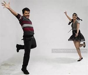Tamil movie Singam Actress Anushka exposing her hot body ...