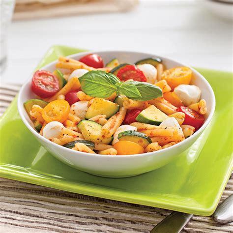 cuisine courgettes pâtes aux courgettes tomates et bocconcinis recettes