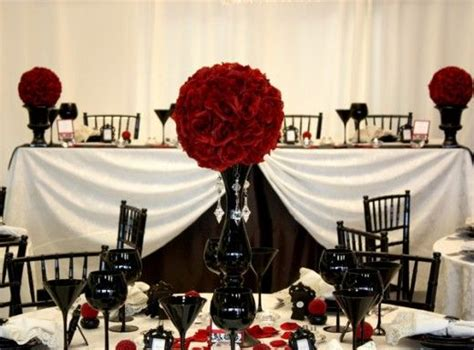 tablesetting centerpiece gothic wedding pinterest