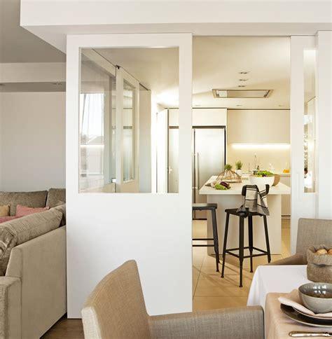 guias en el techo salones rectangulares luz  espacio cocina  cristalera