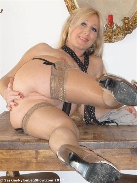 Sexy Ma Shows Her Nylon Passion Mature Xxx Pics