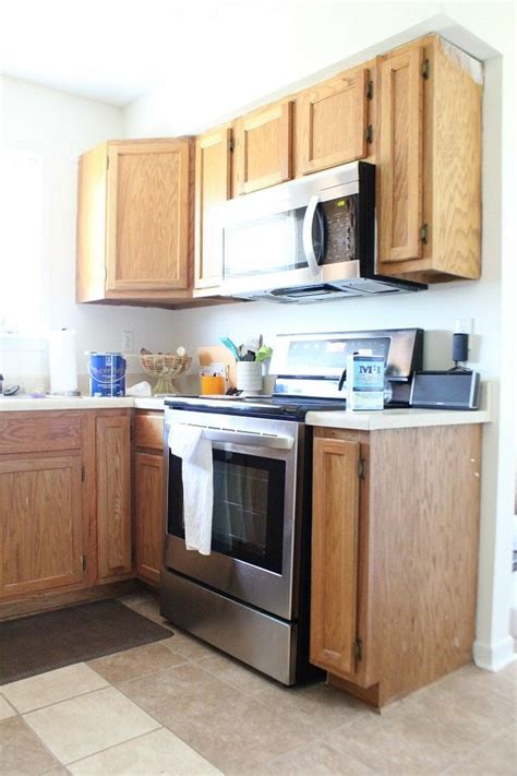 how to refresh oak kitchen cabinets dover white kitchen cabinets refresh restyle 8861