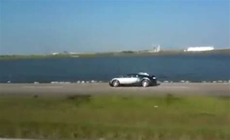 Bugatti Into Lake by Bugatti Veyron Crashes Into Lake Bugatti Veyron Crash Lake