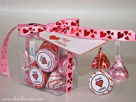 hugs  kisses valentines day printables   mom