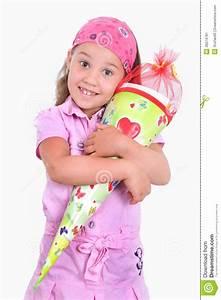 Kind Mit Schultüte : m dchen mit einer schult te stockbild bild 36574781 ~ Lizthompson.info Haus und Dekorationen