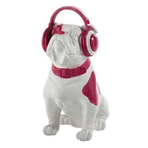chien decoratif en resine d 233 co chien bulldog en r 233 sine fuschia h 33 cm rock maisons du monde