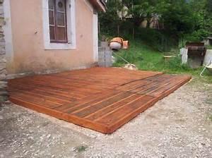 Terrasse Avec Palette : cr ation d 39 une terrasse en palettes palettes terrasse en bois fabrication avec des palettes de ~ Melissatoandfro.com Idées de Décoration