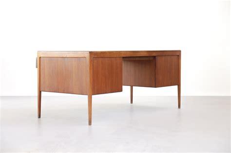 bureau teck grand bureau nordique en teck desk danke galerie