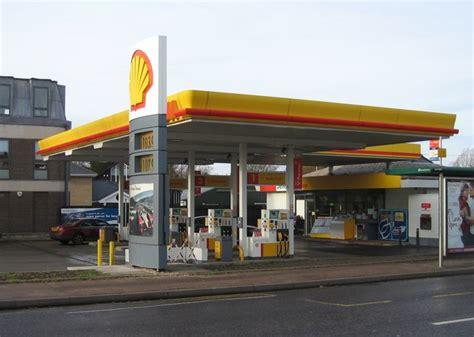 Shell Garage © Logomachy Ccbysa20  Geograph Britain