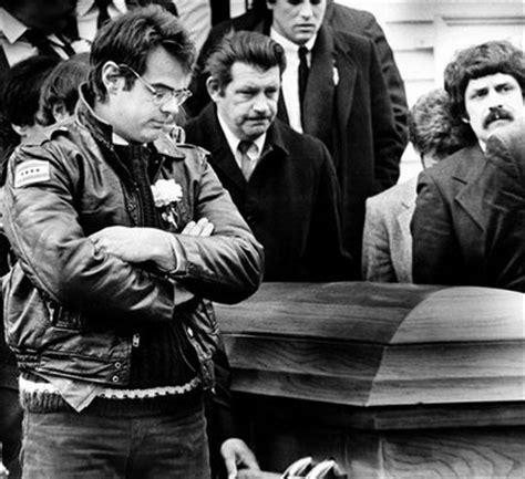 Bill Murray at John Belushi's funeral in 1982 [1484x972 ...