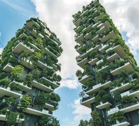 Building Green Cities