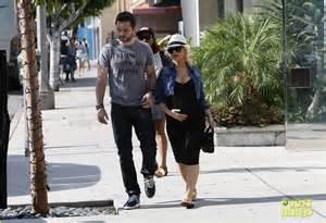 Christina Aguilera Pregnant Baby Bump