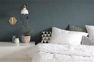 schlafzimmer dunkelblau dunkelblaue wand im schlafzimmer kolorat