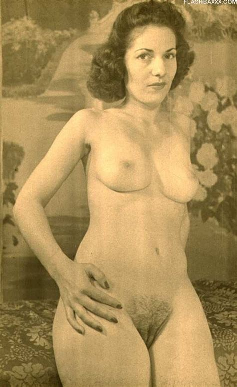 Classic Vintage Babes Posing Pichunter
