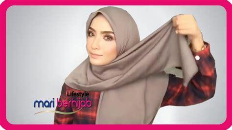 model gaya  pakai jilbab segi empat simple cantik