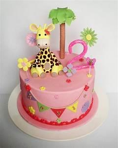 Gateau Anniversaire Petite Fille : petit g teau d 39 anniversaire rose avec une girafe pour une petite fille 16 03 2019 ~ Melissatoandfro.com Idées de Décoration