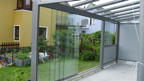 glasschiebewand für terrasse als windschutz glasdach terrasse windschutz und starre windschutzw 228 nde