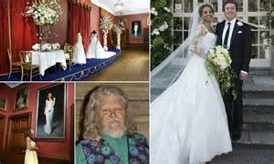 viscountess weymouth decorates stately home  husband