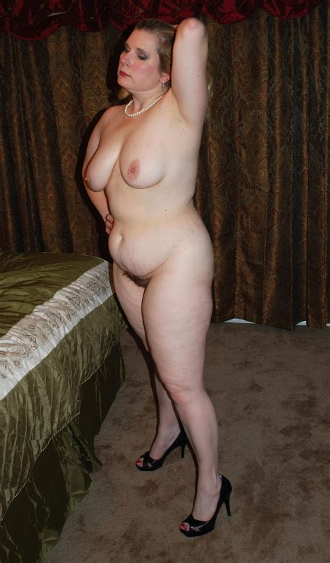 Curvy Mature Poses Completely Naked