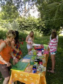 kindergeburtstag zuhause feiern kreative kindergeburtstage stundenblumen freizeit