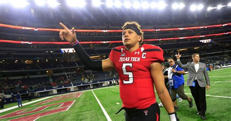 college sports  patrick mahomes declares