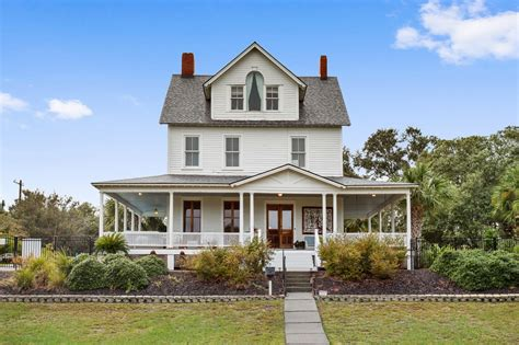 This bed & breakfast is within close proximity of tybee island beach and tybee island marine science center. Surf Song Bed & Breakfast in Tybee Island   Surf Song Bed & Breakfast For Sale