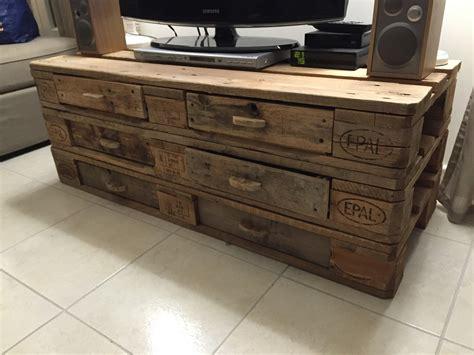meubles en palettes de recuperation meuble tv en palette avec tiroir meubles et rangements par meuble en palette